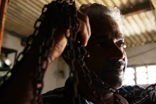 Jorge Luiz da Conceição se acorrentou por duas vezes em protesto para provar inocência do filho. Foto: Peu Ricardo/Esp.DP