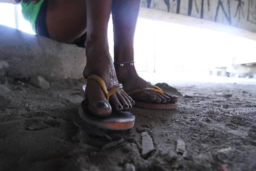 Fernanda (nome fictício) faz programas sexuais ou pede dinheiro para fumar. Foto: Peu Ricardo/Esp/DP