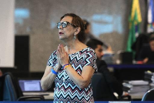 Mãe do promotor veio do Rio de Janeiro para acompanhar o julgamento. Fotos: Julio Jacobina/DP