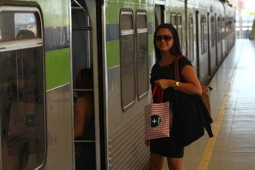 Tamirys pego o metrô na Estação Imbiribeira todos os dias com medo