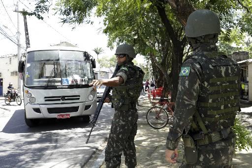 MIlitares atuaram na segurança de rua. Foto: Igo Bione/Esp. DP