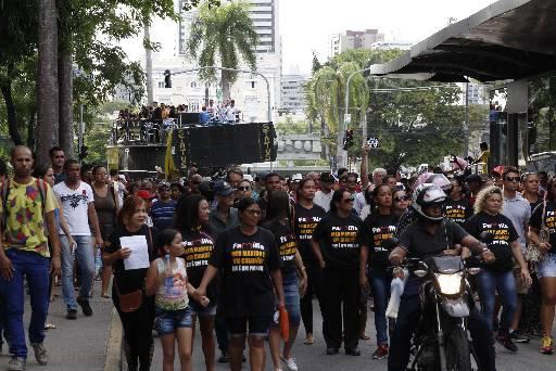 Ontem, mulheres e familiares de PMs fizeram protesto. Foto: Mandy Oliver/Esp.DP