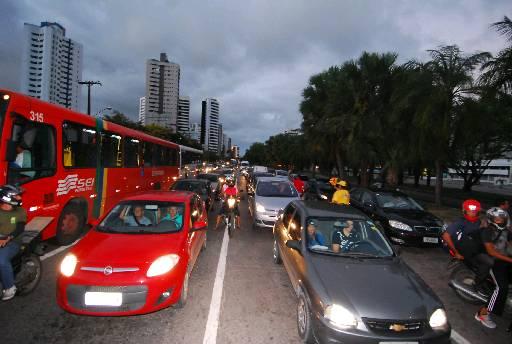 Medida pretende reduzir assaltos na avenida. Foto: Edvaldo Rodrigues/DP
