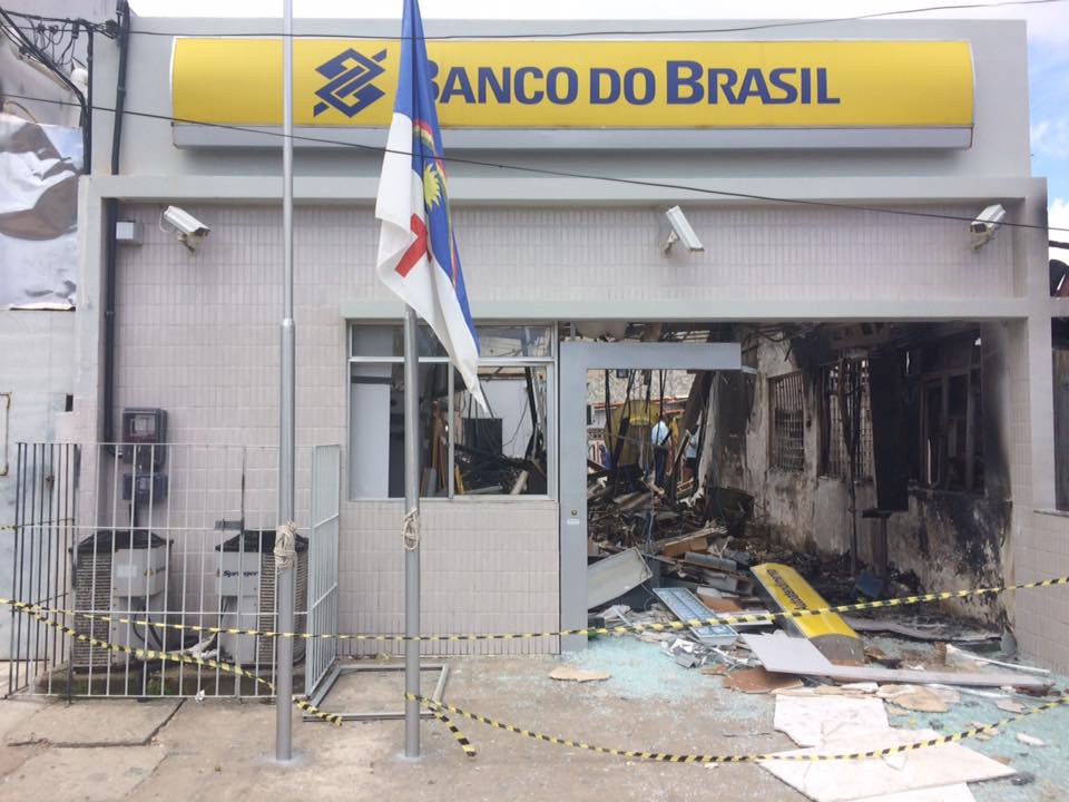 Cofres do Banco do Brasil e da Caixa Econômica foram explodidos