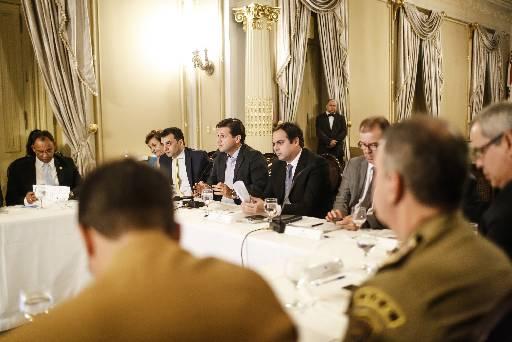 Paulo Câmarar se reuniu com prefeitos no Palácio do Campo das Princesas. Foto: Andrea Rego Barros/PCR
