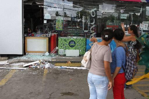 Loja de conveniência do Posto de combustíveis ao lado da empresa ficou destruída