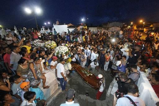 Multidão foi até o Cemitério de Itambé, onde o corpo foi sepultado
