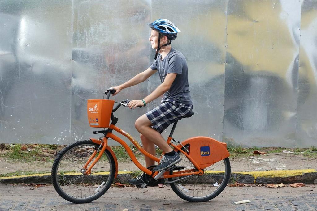Alemão cria coragem para pedalar