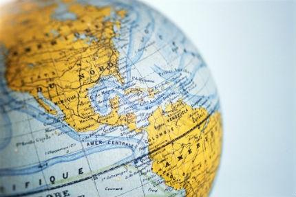 Quem mora no exterior deve continuar pagando INSS?