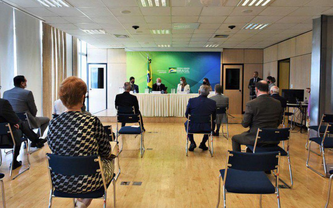 Ministro dá posse a novos reitores de três universidades federais